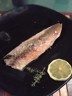 Ecco un modo molto particolare per cuocere i filetti di pesce, senza fare assolutamente né fumo né alcun odore in cucina. Inoltre, con questo metodo, lo sgombro rimane molto succoso e le carni non si asciugano in cottura. Tutto quello…