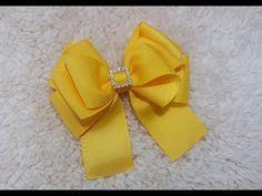 Laço Alice - Aula 240 Kakau Araujo - YouTube Ribbon Hair Clips, Ribbon Hair Bows, Diy Hair Bows, Hair Brooch, Hair Bow Tutorial, Christmas Mesh Wreaths, Crochet Art, Ribbon Crafts, Girls Bows