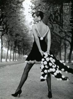 Christy Turlington in Emanuel Ungaro   photo by Arthur Elgort   Vogue Paris September 1991