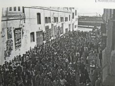 El 11 de Abril de 1931 llego a Almeria el cine sonoro. La imagen muestra la calle del cine Hesperia y la gran afluencia de público deseoso de conseguir una entrada (del libro de Eduardo Del Pino Vicente).