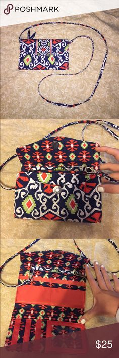 🍒🥑 Vera Bradley crossbody wallet bag Pattern: Sun Valley GREAT CONDITION ‼️ used TWICE!! Colors: Navy, white, orange, green. Detachable strap!! TWO IN ONE.. can be used as a crossbody bag or a wallet! Vera Bradley Bags Crossbody Bags