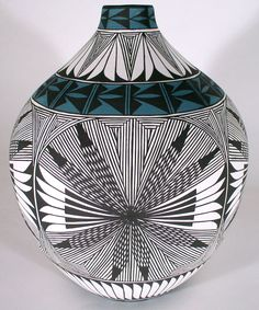 Acoma Pueblo Pottery :: Fine Line by Corrine Chino
