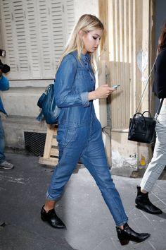 Gigi Hadid in casual jeans jumpsuit, during Paris Fashion Week Spring Summer More Trending Jumpsuit. Fashion Week, Paris Fashion, Fashion Models, Models Style, Celebrity Jeans, Celebrity Style, Style Gigi Hadid, Estilo Jeans, Modelos Fashion