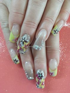 Nude gel and one stroke flower nail art