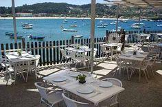 Descubriendo la belleza de las instalaciones de la cocina gallega tradicional y creativa del restaurante O Con de Aldán en Cangas de Morrazo, Pontevedra