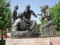 el-medico-mas-grande-hipocrates-de-cos Garden Sculpture, Lion Sculpture, Kos, History, Outdoor Decor, Grande, Medicine, Infant Formula, Healthy Bodies