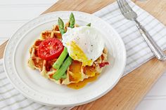 Potatoes are America's favorite vegetables. Learn about potato nutrition, types of potatoes, potato facts and tips. We have your complete guide to potatoes. Waffle Recipes, Potato Recipes, Brunch Recipes, Breakfast Dishes, Breakfast Time, Breakfast Recipes, Breakfast Ideas, Food Nutrition, Kitchens