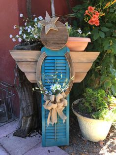 Garden angels from old fence boards and shutter - All About Decoration Outdoor Crafts, Outdoor Art, Outdoor Decor, Shutter Projects, Wood Projects, Craft Projects, Summer Crafts, Holiday Crafts, Shutter Angel
