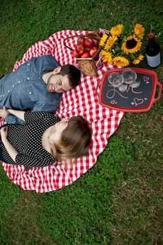 Teresa & Justin's | Wedding Website | Picnic Engagement Photos