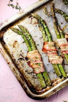 This bacon wrapped asparagus recipe is a super easy yet totally elegant and impressive side dish! This bacon wrapped asparagus recipe is a super easy yet totally elegant and impressive side dish! Bacon Wrapped Asparagus, Baked Asparagus, Asparagus Recipe, Healthy Recipes, Real Food Recipes, Cooking Recipes, Delicious Recipes, Easy Recipes, Yummy Appetizers