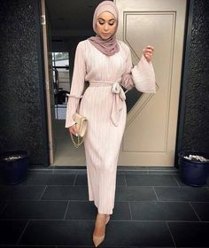 Muslims, Muslim women, Muslim women, Islamic women, and Dubai women's dress – Hijab Fashion Modern Hijab Fashion, Islamic Fashion, Abaya Fashion, Muslim Fashion, Modest Fashion, Dress Fashion, Dubai Fashion, Trendy Fashion, Style Fashion