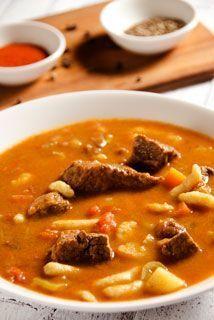 Węgierska zupa gulaszowa (gulyasleves)