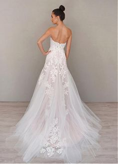 Alluring Tulle & Organza Sweetheart Neckline A-line Wedding Dresses with Lace Appliques