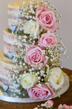 #nakedcake #roses #weddingcake #gypsophila #rustic