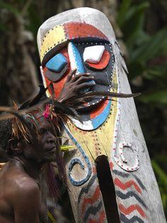Small Nambas tribesman beating on a slit gong drum during the palm tree dance, Malekula island, Gortiengser, Vanuatu Tonga, Vanuatu, South Pacific, Pacific Ocean, Norfolk, Art Tribal, Hawaii, Island Nations, Solomon Islands