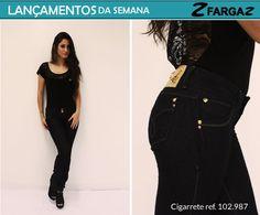 Peça-chave no guarda-roupa feminino, a cigarrete jeans black aparece entre os lançamentos da Fargaz Jeans dessa semana. Sua modelagem skinny é sucesso entre as mulheres e o modelo é perfeito para criar produções casuais, com uma pegada grunge e descolada.