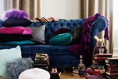 This Ivy House - Blue velvet couch and cushions - pile of books Jewel Tone Bedroom, Jewel Tone Decor, Jewel Tones, Bedroom Yellow, Lilac Room, Velvet Bedroom, Decoration Inspiration, Room Inspiration, Interior Inspiration