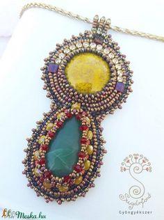 """Örökség"" gyöngyhímzett medál (sugarfono) - Meska.hu Beadwork, Pendant Necklace, Jewelry, Jewlery, Jewerly, Pearl Embroidery, Schmuck, Jewels, Jewelery"