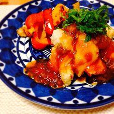 新玉ねぎが甘くて美味しい和風ソースをたっぷりかけて、 めかじきも野菜もご飯ももりもり!  ソースはすりおろしとみじん切りで食感も楽しめます(∩´∀`)∩  付け合わせは大好きなパプリカとエリンギで^_^ - 7件のもぐもぐ - めかじきの和風新玉ねぎソースがけ♡大葉もたっぷり^ ^ by oor7shimachu