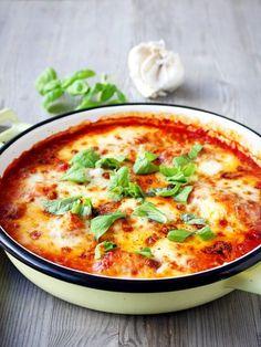 Binnen 30 minuten staat deze kip in tomatensaus en bubbelende mozzarella op tafel. Ik laat je zien dat een echt Italiaans gerecht helemaal niet moeilijk is.