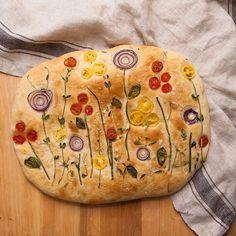 Instagramin perusteella tuntuu, että nyt kaikki leipovat kukilla koristeltuja leipiä. Eat This, Bratwurst, Fun Drinks, Bread Baking, Camembert Cheese, Good Food, Sweets, Healthy, Instagram
