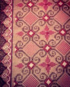 Κέντημα σταυροβελονιά (ΚΤ) Rugs, Crochet, Home Decor, Crochet Hooks, Decoration Home, Carpets, Interior Design, Rug, Home Interior Design