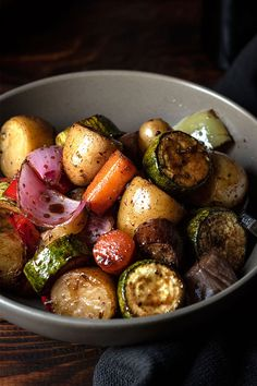Balsamic glazed roasted vegetables - Easy recipe for roasted vegetables which get coated with a delicious, sticky, sweet and savory balsamic glaze. Subtitute maple syrup for the honey to make it vegan. Glazed Vegetables, Grilled Vegetables, Roasted Balsamic Vegetables, Vegetarian Recipes, Cooking Recipes, Healthy Recipes, Easy Recipes, Honey Balsamic Glaze, Balsamic Vinegar Recipes