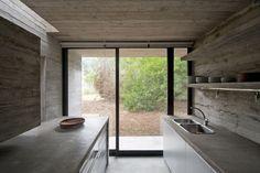 Casa de praia de concreto (Foto: Daniela Mac Adden/Divulgação)