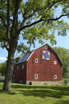 Barn Quilts of Black Hawk County - Cedar Falls Iowa Tourism - Iowa Tourism Community of the Year! Cedar Falls Iowa, Barn Quilt Patterns, Black Hawk, Western Homes, Farms Living, Barn Quilts, Its A Wonderful Life, Square Quilt, Windmill