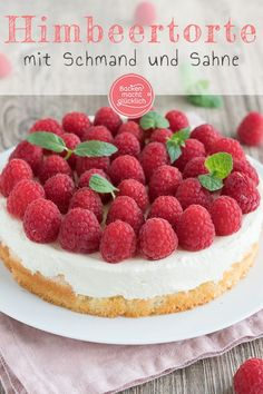 The best raspberry cake with sour cream and cream: the simple fast raspberry cake . - Delicious Meets Healthy: Quick and Healthy Wholesome Recipes Food Cakes, Mini Cheesecake, Sour Cream Cake, Raspberry Cake, Raspberry Chocolate, Jelly Cake, Let Them Eat Cake, Cake Recipes, Bakery