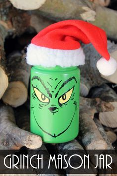 Mason Jar - Make your Own! Make this Grinch mason jar for your Christmas decor! Perfect for a gift in a jar!Make this Grinch mason jar for your Christmas decor! Perfect for a gift in a jar! Mason Jar Gifts, Mason Jar Diy, Wine Bottle Crafts, Jar Crafts, Diy Hacks, Grinch Christmas Decorations, Grinch Ornaments, Christmas Ornaments, Quick And Easy Crafts
