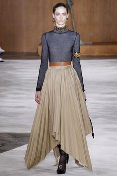 Loewe Fall 2016 Ready-to-Wear Fashion Show - Amanda Googe