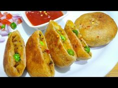 Your welcome on *Eat Yammiecious*.🔷🔸🙏🔹🔶 Enjoy this new and healthy Stuffed Masala Pettis recipe in morning breakfast or in lunch time. Gujarati Recipes, Tasty, Yummy Food, Recipe Link, Flour Recipes, Recipe Please, Morning Breakfast, Brunch Recipes, Hot Dog Buns