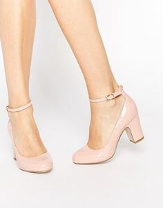 Nude heels make the legs look longer. If they are medium height they are comfortable to stand in for ages and good for breath support. #weddingshoes