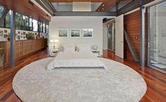 Revista Imóveis- Ashton Kutcher vende mansão onde viveu solteiro por R$ 22 milhões