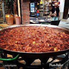 "Looks amazing!!! @actuallypics: ""When #incostabrava eat lots of paella! #catalunyaexperience #visitroses"""