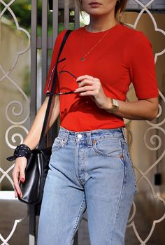 PERFECT JEANS AND RED T-SHIRT: PATINESS