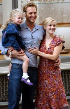 Josh Lucas and Reese Witherspoon filming 'Sweet Home Alabama' in New York City at Soho in New York City