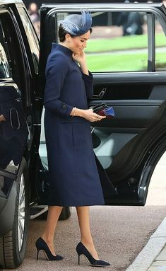 Meghan Markle wearing a navy coat and dress from Clare Waight Keller's Givenchy with navy Manolo Blahnik pumps Prince Harry Et Meghan, Meghan Markle Prince Harry, Princess Meghan, Real Princess, Givenchy, Harry Royal, Victoria Beckham, Emporio Armani, Princesa Eugenie