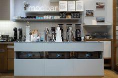 Ο Βασίλης Δημαράς επισκέπτεται το μικρό καφέ της Μπενάκη και μαθαίνει τι θα πει «κομψός» καφές.