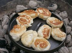 Dutch Oven Camp Cooking for your next camping trip. Get your new Dutch oven seasoned and ready to go on your next camping trip. Fire Cooking, Cast Iron Cooking, Oven Cooking, Outdoor Cooking, Cooking Salmon, Cooking Lamb, Cooking Steak, Dutch Oven Recipes, Cooking Recipes