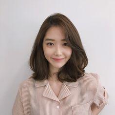 Ideas For Hairstyles Trenzas Short Hair Medium Lengths Korean Hair Dye, Korean Medium Hair, Korean Hair Color, Asian Short Hair, Medium Hair Cuts, Medium Hair Styles, Curly Hair Styles, Korean Short Hairstyle, Curly Short