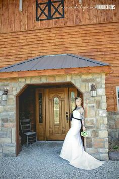 #timberlinebarn #wedding #weddingvenue #weddingday #bride #groom #instabride #newlyweds #rustic #countrywedding #country #barn #barnwedding #courtyard #outdoorwedding #Sgf #Spfd #SouthwestMissouri #missouri #midwestwedding #BuffaloMO www.timberlinebarn.com www.facebook.com/timberlinebarn