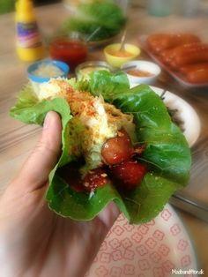 Grøn hotdog med spicy ketchup og hjemmerørt remoulade