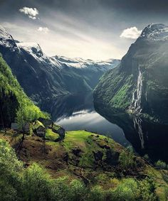 Change of seasons 🌿 Photo by Noruega Geiranger fjord Places To Travel, Places To See, Time Travel, Travel Destinations, Norway Forest, Norway Nature, Beautiful Norway, Beautiful Sunset, Visit Norway