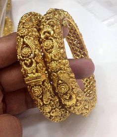 Beautiful antique kada Code : BAK 374 Price : 1495 bangles Whatsapp to for order processing. India Jewelry, Temple Jewellery, Fine Jewelry, Stylish Jewelry, Gold Bangles Design, Jewelry Design, Or Antique, Antique Jewelry, Gold Armband