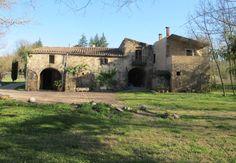 Vista exterior del jardín de Can Bonet turismo rural, Sant Martí Vell, Girona, Catalunya Mansions, House Styles, Exterior, Home Decor, Country Cottages, Decoration Home, Manor Houses, Room Decor, Villas