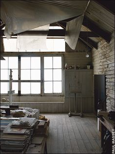 8 Alert Clever Tips: Attic House Apartment Therapy attic living loft ladders.Attic Study Home Libraries attic living playrooms. Home Studio, Studio Shed, My Art Studio, Dream Studio, Studio Spaces, Studio Ideas, Attic Apartment, Attic Rooms, Attic Playroom