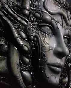 Detail of the three-dimensional sculpture from Giger's classic Li II painting. Arte Horror, Horror Art, Alien Concept, Concept Art, Dark Fantasy Art, Dark Art, Hr Giger Tattoo, Bio Organic Tattoo, Hr Giger Art