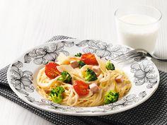 Pehmeästi pippurinen kinkkupasta Pasta Dishes, Spaghetti, Ethnic Recipes, Food, Essen, Meals, Yemek, Noodle, Eten